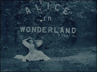 ALICE IN WONDERLAND - un film de Percy STOW &amp; Cecil M HEPWORTH (1903 - Angleterre) - Image