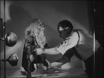 HOW A  CINÉ-MARIONNETTE IS BORN AND COMES TO LIFE (1932) a film by Ladislas and Irène STAREWITCH - photogram