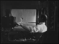 COMMENT NAÎT ET S'ANIME UNE CINÉ-MARIONNETTE (1932) un film de Ladislas STAREWITH - photogramme